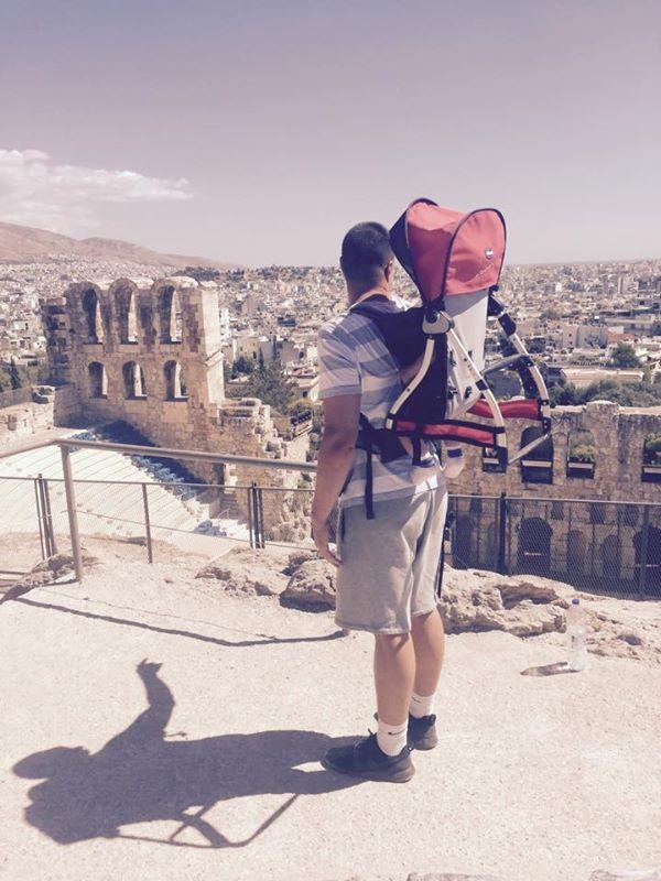 вид с Акрополя на Афины: Виктор Карпенко с сыном